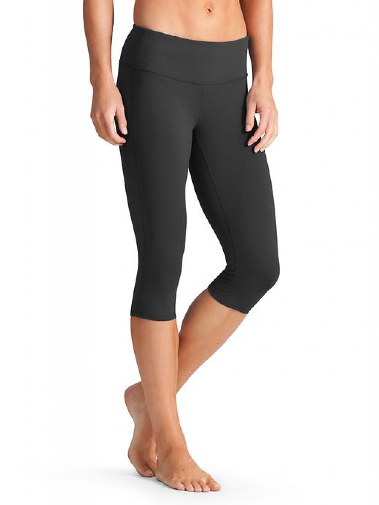 We believe your yoga wear should be just as mindful as your yoga practice. Which is why our yoga pants are designed with the ideal amount of stretch, comfort, control and support. Offered in a variety of fits and lengths for every style and taste, our yoga pants provide the ideal balance between function and fashion.